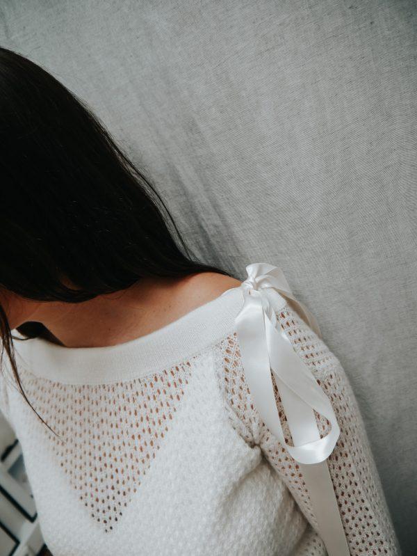 Brautpullover mit Schleifendetail
