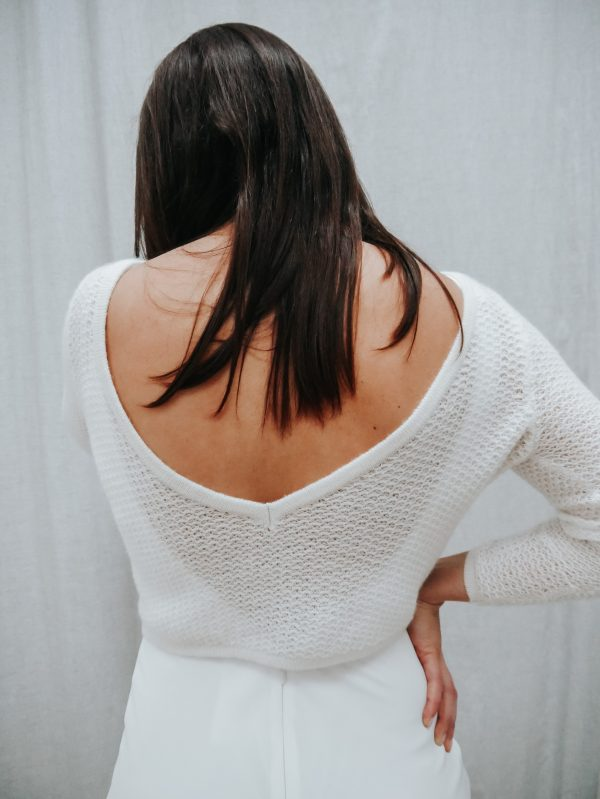 kurzer Brautpullover mit V Rückenausschnitt