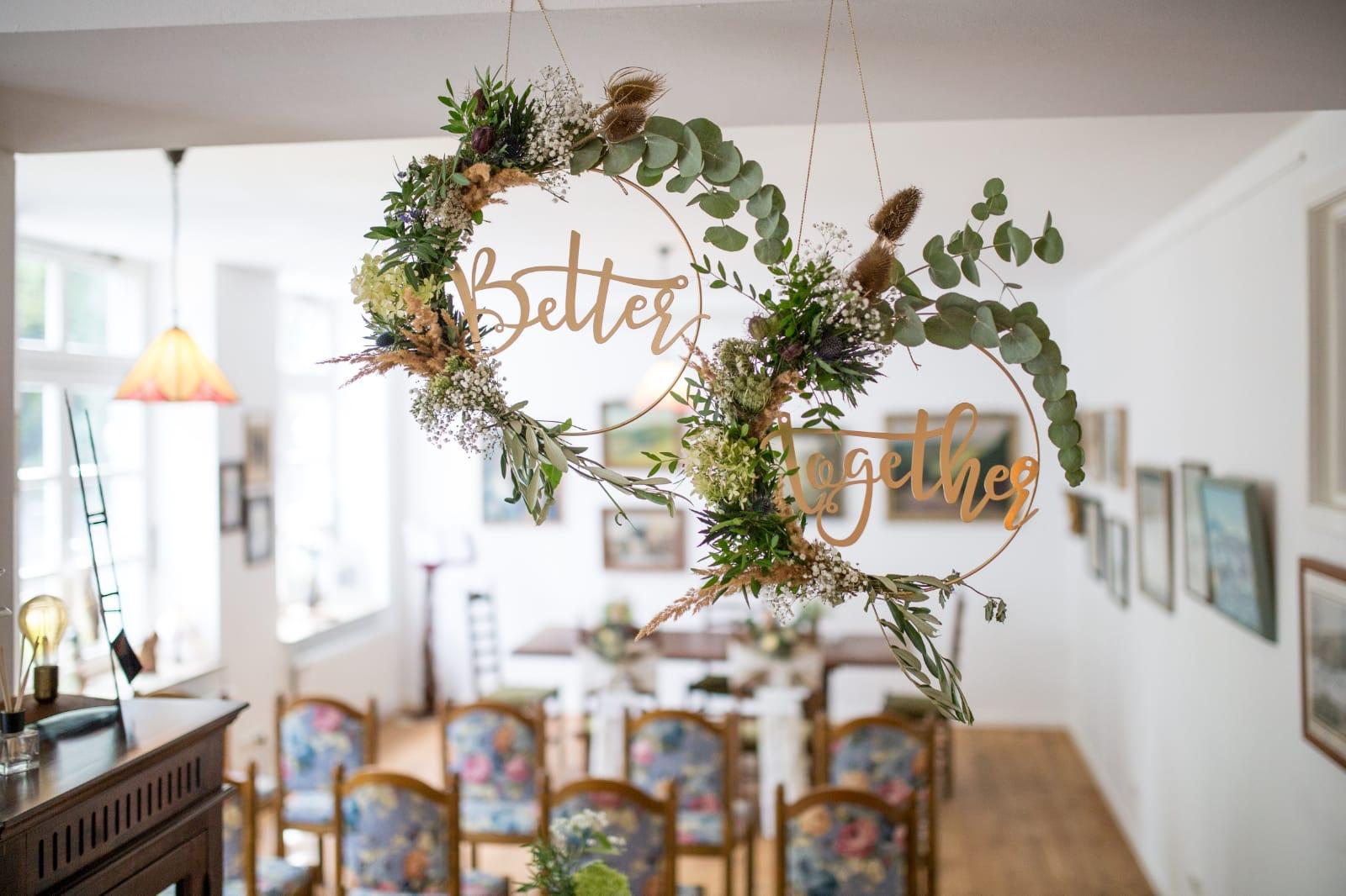 Hochzeitsdeko im Trauzimmer