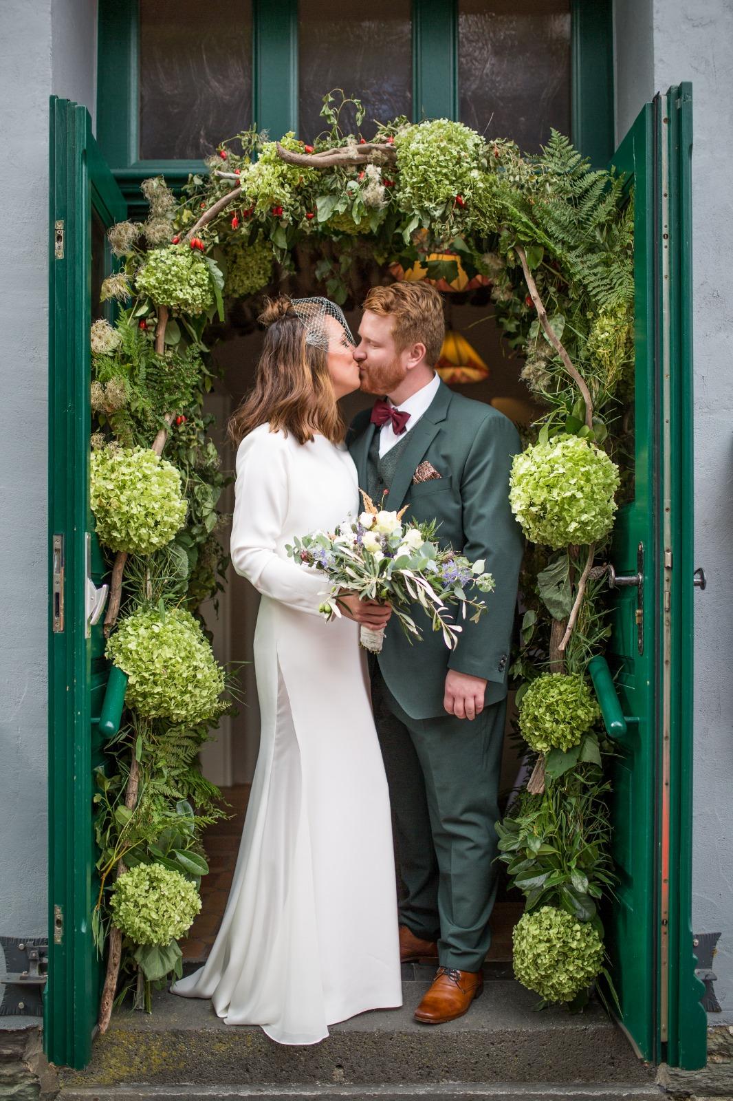 White Concepts Bride Christin & Ehemann Niklas nach ihrer Trauung
